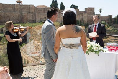 Officiant celebrant de ceremonies Marbella, Malaga, wedding minister Marbella, oficiante bodas simbolicas Malaga