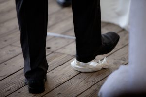 Romper el vaso ceremonia judia, ritual vaso roto