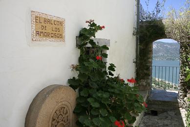 Synvinkel i slottet Castellar de la Frontera. välsignelse ceremoni engelska spanska franska