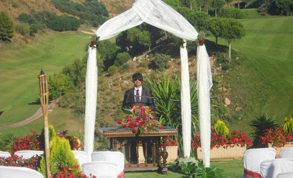 Bröllopsminister Sotogrande välsignelse ceremoni engelska spanska franska