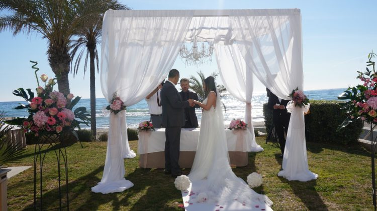 Romatic Blessing ceremoni för 2 personer en eckling bröllop i Marbella F11